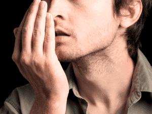 Неприятный запах изо рта - один из признаков наличия паразитов в организме