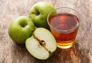Весь день нужно кушать только одни яблоки или пить из них сок
